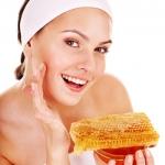 4 สูตรพอกหน้ารักษาสิวด้วยน้ำผึ้ง ให้ครบคุณสมบัติสวยใสอย่างใจต้องการ